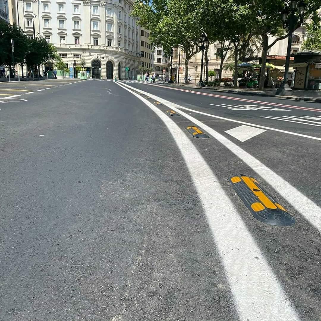 Separadores de carril bus/bici