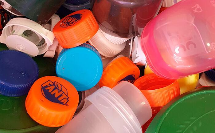 reutilizar tapones de plástico
